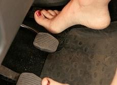 Conducir descalzo