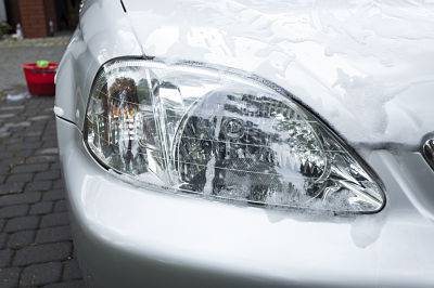 Devuelve el brillo a los faros del coche