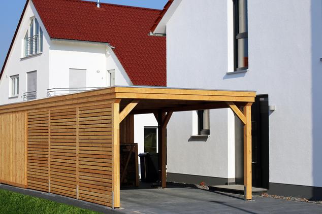 Garaje exterior de madera