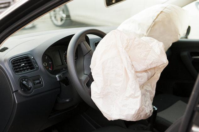Coche con airbag activado
